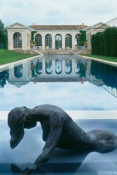 French Garden Pool Axel Vervoordt designed this French château in Margaux Wine Country northwest of Bordeaux, and created a beautiful pool and pool house in the garden. See more French gardens. California Pools, Northern California, Bordeaux, Les Continents, Beautiful Pools, Dream Pools, French Chateau, Garden Pool, Gardens