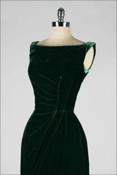 Ephemeral Elegance — Silk Velvet Evening Dress, ca. Vintage Dresses, Vintage Outfits, Vintage Fashion, Designer Evening Dresses, Evening Gowns, Beautiful Gowns, Beautiful Outfits, Green Velvet Dress, Green Silk