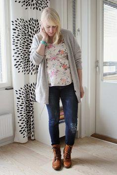 Distressed maternity jeans // Kotisaari
