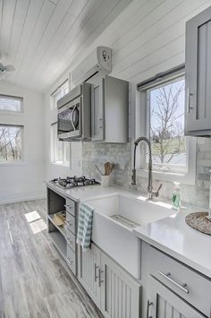 house ideas ads/ One of the biggest challenges in modifying an existing tiny house interior design is that even small changes can have a major impact. What seems like a small alteration ca Tiny House Design, Home Design, Design Ideas, Modern House Interior Design, Design 24, Design Styles, Plan Design, Bed Design, Design Projects
