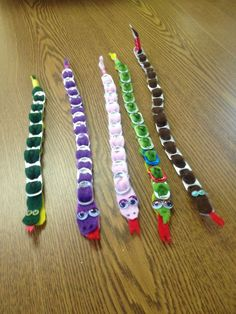 A recycling project for children - Upcycled Crafts Recycling Projects For Kids, Recycled Crafts Kids, Recycled Art Projects, Girl Scout Swap, Daisy Girl Scouts, Animal Crafts For Kids, Animal Projects, Reptile Crafts, Pipe Cleaner Crafts