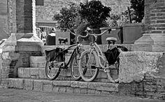 Cogliere l' attimo e' la base per fare scatti unici che raccolgono il vissuto di tutti i giorni. Street Photography e' proprio questo ! Occhio, attenzione,rapidita' ed i giust mezzi.. Secondo voi quale attrezzatura e' necessaria per fare una buona Street Photography https://www.facebook.com/ClubReflex