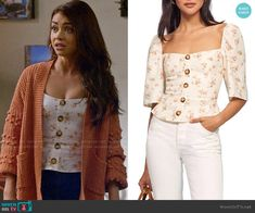 Haley's pink bobble cardigan and floral top on Modern Family Modern Family Sarah Hyland, Modern Family Haley, Tv Show Outfits, Family Outfits, Basic Outfits, Cute Outfits, Fashion Tv, Fashion Outfits, Get Dressed