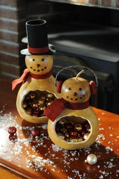 I have honestly never thought about gourds for any time of year except Halloween/Thanksgiving but these snowmen gourds are adorable!