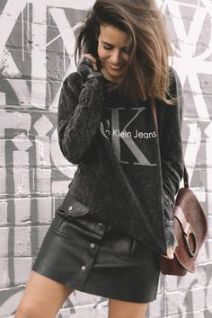 calvin_klein_bag-burgundy_bag-ck_sweatshirt-leather_shirt-total_black_outfit-street_style-los_angeles-collage_vintage-39