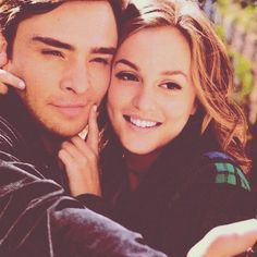 Photo gallery of your favorite love-team in Gossip Girl - Chuck Bass and Blair Waldorf played by Ed Westwick and Leighton Meester Gossip Girls, Chuck Gossip Girl, Watch Gossip Girl, Mode Gossip Girl, Estilo Gossip Girl, Chuck Blair, Beaux Couples, Tv Couples, Mature Couples