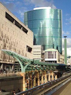 Beurstraverse, Bijenkorf, WTC (Rotterdam, the Netherlands) Rotterdam Architecture, Amsterdam, Holland Netherlands, Bridge Design, Beautiful Places In The World, New City, World Trade Center, Utrecht, Dutch