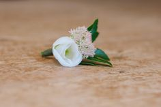 Vintage and Rustic Wedding Buttonhole - www.myvintagewedd... | #weddinginportugal #vintageweddinginportugal #vintagewedding #portugalwedding #myvintageweddinginportugal #rusticwedding #rusticweddinginportugal #thequinta #weddinginsintra #summerweddinginportugal