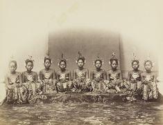 Danseressen van de sultan te Jogjakarta. 1863-1868