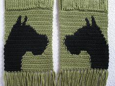 Boxer dog scarf. Leaf green crochet and knitted scarf por hooknsaw
