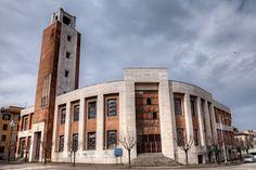 Casa del Fascio  Predappio  Progettata dall'architetto Arnaldo Fuzzi fu costruita tra il 1934 e il 1937. Oltre che sede degli uffici del partito doveva essere il centro della vita politica e sociale. Il partito insisteva soprattutto sull'aspetto simbolico, in cui uno spicco particolare doveva avere la torre littoria.