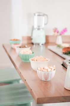 Easy Kitchen Decor Ideas for Entertaining Guests - Love and Specs Kitchen Decor Items, Farmhouse Kitchen Decor, Snack Bowls, Kitchen Stools, Neat And Tidy, Contemporary Home Decor, Great Coffee, Serving Board, Pretty Cakes