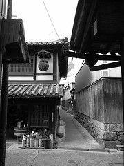 Tomo-no-Ura (kamoda) Tags: sea blackandwhite japan fishing village hiroshima tradition inland grdigital tomo 2007 setonaikai fukuyama machinami tomonoura