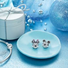 Almost one year ago, we introduced the Disney Parks | PANDORA Jewelry Collection at Disneyland and Walt Disney World Resorts. This original collection of hand-finished .925 sterling silver and 14K gold charms were inspired by some of Disney's most beloved characters. Today, I'm delighted to give you a closer look at new charms coming to select Disney Parks merchandise locations this fall.