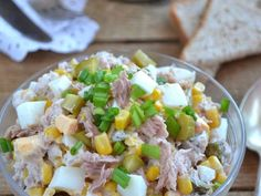 Sałatka z tuńczyka, kukurydzy, jajek i ogórków - medium