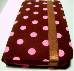 Descrição: capa para smartphone poá rosa Modelo: 009 Tamanho: 13x2x7x3 Contato: rosanawendt@yahoo.com.br http://twitter.com/rosanawmonteiro Curta página no facebook:  http://www.facebook.com/rosanawmonteiro