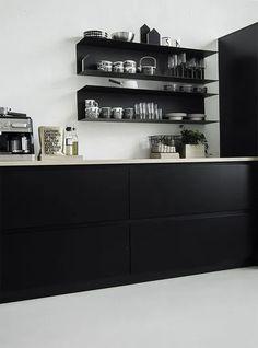 12 Nice Ideas for Your Modern Kitchen Design – Futurist Architecture Kitchen Ikea, New Kitchen, Kitchen Decor, Kitchen Cabinets, Kitchens Without Upper Cabinets, Glass Cabinets, Kitchen Styling, Modern Kitchen Design, Interior Design Kitchen