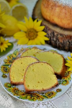 Chec cu lamaie - CAIETUL CU RETETE Diy Food, Foodies, Muffin, Food And Drink, Keto, Cooking Recipes, Sweets, Breakfast, Healthy