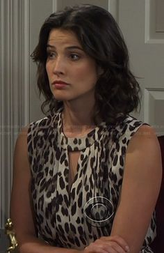 Robin's leopard print keyhole dress on How I Met Your Mother.  Outfit Details: http://wornontv.net/21074/ #HIMYM