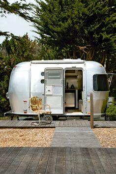 Une chambre d'amis dans la plus mythique caravane...how beautiful!