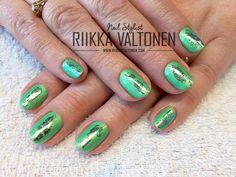 Marvellous Green Foiled Nails, natural nails with gel polish #nails #nailart #stockholm #handpaintednailart
