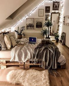 Small Home Interior 52 Comfy Attic Bedroom Design And Decoration Ideas bedroom Home Interior 52 Comfy Attic Bedroom Design And Decoration Ideas bedroom Teen Room Decor, Room Ideas Bedroom, Home Bedroom, Bedroom Inspo, Attic Bedroom Ideas For Teens, Bedroom Inspiration Cozy, Bedroom Crafts, Bedroom Carpet, Classy Bedroom Ideas