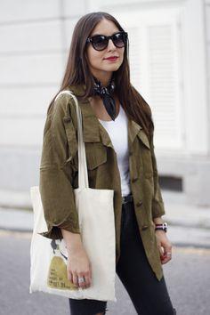 Erea+Louro+is+wearing+a+black+silk+little+neck+scarf+