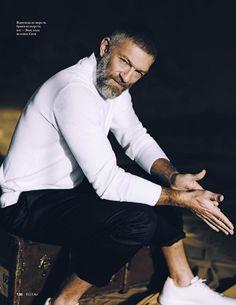 Vincent Cassel by Vadim Galaganov 2019 Vincent Cassel, Old Man Fashion, Mens Fashion, Men Street Outfit, Street Fashion, Fine Boys, Advanced Style, Man Photo, Beard Styles