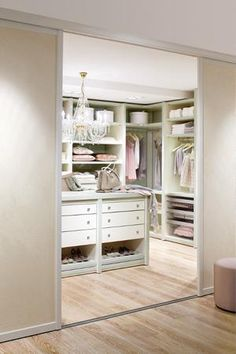 Fabulous Kleiderschrank ausmisten So bekommst du einen ordentlichen Schrank u einen besseren Stil Capsule wardrobe Organizations and Organizing