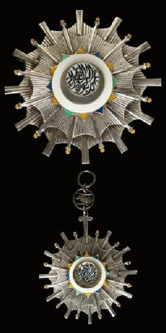 Sudan order of Republic Grand Cross Set, very beautiful Egnlish made set by Gerrard. Massive orders in silver, gilt and enamel, the badge is 85 mm x 60 mm and the star is 97 mm.