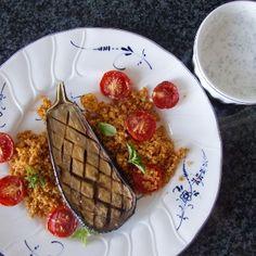 Ofengebackene Aubergine mit Tomaten-Couscous