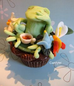 Frog Takes Tea with Friends Cupcake