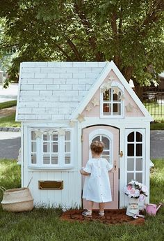 Building your little one a playhouse in the backyard will surely make them happy. There are a few things you should know before you build a playhouse for kids. Little Girls Playhouse, Pink Playhouse, Playhouse Interior, Playhouse Kits, Backyard Playhouse, Build A Playhouse, Wooden Playhouse, Princess Playhouse, Toddler Playhouse