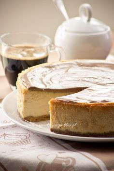 Sernik chałwowy Blueberry Cheesecake, Camembert Cheese, Cakes, Baking, Sugar, Recipies, Baked Blueberry Cheesecake, Cake Makers, Kuchen