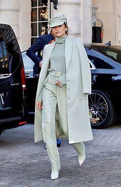 Zendaya Style Pistachio Trend - Source by bestdalolo - Mint Green Fashion, Mint Green Outfits, Black Girl Fashion, Look Fashion, Fashion Outfits, Fashion Trends, Chic Outfits, Paris Fashion, Retro Fashion