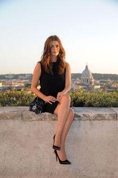 Chiara Mastroianni en Fendi.  La belleza del padre, el estilo de la madre...