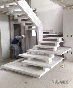 E essa, será que ficou bonita?! #escadadeconcreto#escada#escadaprémoldada#escadasobmedida#corrimao#revestimento#marmore#contrucaocivil#arquitetura#decoracao#design#construcao#reforma#leque#leke#caracol#mista#premium#vigalateral#vigacentral#viga#elicoidal#munarim#cimento#concreto#guardacorpo