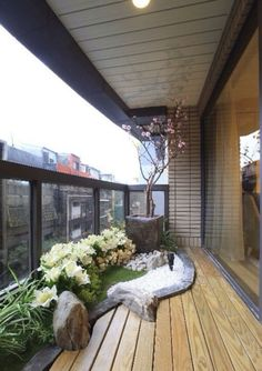 Small garden nook in balcony.. nice....
