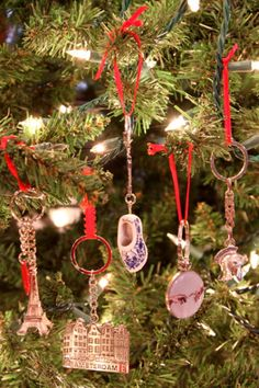 Turn Souvenir Travel Keychains Into Holiday Ornaments