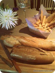 La merienda a las cinco: Una cena fría. Cold dinner. Breads display