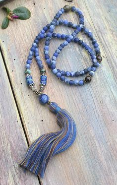 Mala necklace made ​​of 108, 6 mm - 0.236 inch, beautiful frosted sodalite gemstones and decorated with bronzite, jasper, african turquoise and the guru is a lapis lazuli stone - look4treasures op Etsy