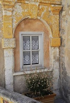 window with lace in Provence (Crush Cul de Sac)