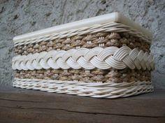 Baskets On Wall, Wicker Baskets, Homemade Christmas Crafts, Pinstriping, Miniature Dolls, Miniature Houses, Newspaper Basket, Paper Weaving, Cardboard Art
