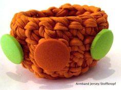 Jersey-Armreif -Armband Neon mit Stoffknöpfen  von Kreawusel-Schmuck  auf DaWanda.com