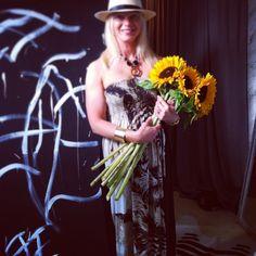 #tack #för #underbar #solros #bukett #familjen #edevid #myhome #designbye #leopard #zebra #konst #black #white #sommar #vänner #familj #kärlek #hatt #klänning #inspo #inredning #fashion