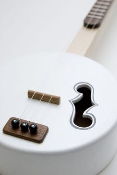The marshmallow 3 string guitar
