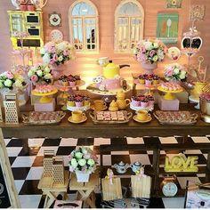 Os chás me encantam, principalmente quando a decoração utiliza elementos temáticos... Esse chá está perfeito nos detalhes e  elementos utilizados! Eu amei... E doces decorados para chás é com @arte_gourmet, deliciosos e lindos! #projetocasada  #projetonoiva  #cha #chadecozinha #chadepanela  #chabar #preparativos  #wedding  #noiva  #diy #wedding