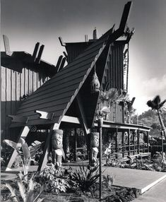 The Hanalei Hotel was built in 1964 on Hotel Circle in San Diego. A Polynesian paradise offering complete hotel services and exotic Polynesian restaurant and lounge. Tiki Hawaii, Hawaiian Tiki, Vintage Tiki, Vintage Hawaii, Tiki Art, Tiki Tiki, Stay Classy San Diego, Tiki Decor, Tiki Lounge