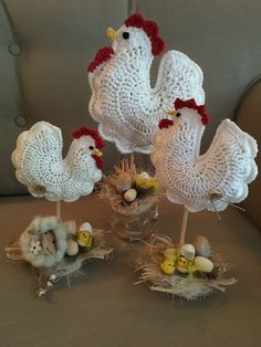 Galline crochet # crochet ideas easter free, # crochet # crochet ideas christmas Crocheted Easter egg with DROPS Lace Easter Crochet Patterns, Vintage Crochet Patterns, Crochet Santa, Crochet Dolls, Crochet Kitchen, Crochet Home, Crochet Round, Crochet Chicken, Chicken Crafts