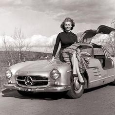 Sophia Loren in her Mercedes-Benz 300SL